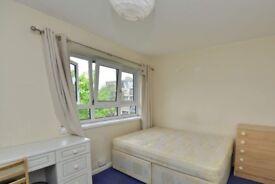 Light room with heating in 4-bedroom flat, Kensington