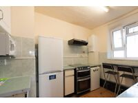 Double Bed in Rooms to rent in 4-bedroom apartment with equipped kitchen in Bow