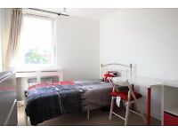 Double Bed in Rooms to rent in cozy 5-bedroom houseshare in Hammersmith and Fulham