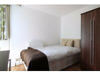 Double Bed in Rooms to rent in 5-bedroom apartment with parking space in Putney