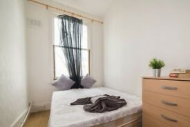 Bright room to rent in 7-bedroom apartment in Clapton
