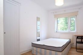Rooms to rent in 4-bedroom apartment with central heating in Tower Hamlets