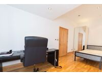Rooms to rent in stylish 5-bedroom house in Newham