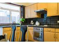 Double Bed in Rooms to rent in a 3-bedroom house with garden in Tooting