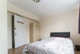 Bright room in 5-bedroom apartment in Barking