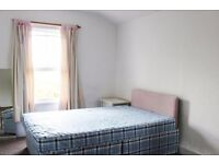 Double Bed in Couple-friendly rooms to rent in 4-bedroom, 2-bathroom house in Finsbury Park