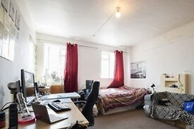 Rooms to rent in 4-bedroom apartment in Ealing, Travelcard Zone 3