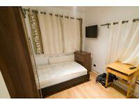 Double Bed in Rooms to rent in modern 5-bedroom flatshare in Putney