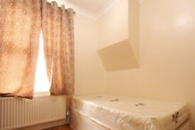 Rooms to rent in 4-bedroom houseshare with large terrace - Barking