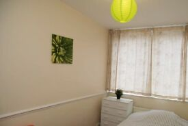 Single Bed in Furnished rooms to rent in a 4-bedroom apartment in Poplar
