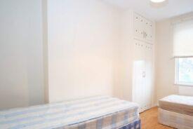 Couple-friendly room in 6-bedroom flat in Acton