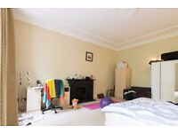 Double Bed in Rooms to rent in 4-bedroom apartment with central heating
