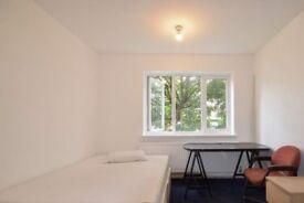Light room with heating in 3-bedroom flat, Stoke Newington