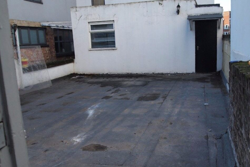 Rooms for rent in well located 5-bedroom flat with roof terrace in Lambeth