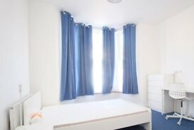 Bright room to rent in 8-bedroom house in Redbridge