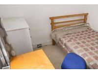 1 bedroom to rent in a family house in Cricklewood, close to an overground station