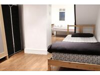 Twin Beds in Ensuite Room in 3 Bedroom Apartment in Newham, 20 Minutes to Westfield Stratford