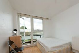 Beautiful room with balcony in 3-bedroom flat, Homerton