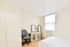 Spacious room in 4-bedroom hosue in Greenwich