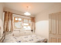 Rooms to rent in 4-bedroom apartment with central heating