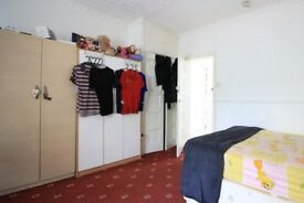 Ample room with window with street view in shared flat, Bethnal Green