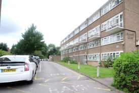 Rooms to rent in a 4-bedroom shared flat in Kilburn