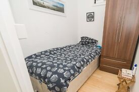 Single Bed in Rooms to rent in 5-bedroom flatshare with balcony in Wandsworth