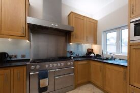 Rooms to rent in 10-bedroom detached house in Ealing Broadway