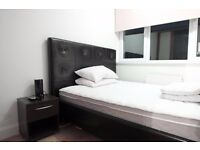 Double Bed in 3 Bedrooms Available in Modern Flat With Dryer in Kensington Neighbourhood