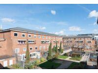 Rooms to rent in 4-bedroom flatshare in Bow
