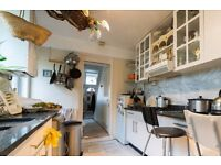 Single Bed in Room to rent in 4-bedroom house with equipped kitchen in Hammersmith and Fulham