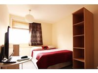 Double Bed in Spacious rooms to rent in 5-bedroom houseshare with terrace - West Green
