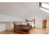 Double Bed in Couple-friendly room in 4-bedroom house in Hammersmith and Fulham