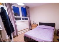 Double Bed in Rooms to rent in 3-bedroom flat in Southfields