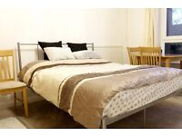 Double Bed in 4 Fantastic Rooms with Private Kitchen in Spacious Flat in Barons Court-Bills Included