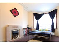 Double Bed in Rooms to rent in 5-bedroom house with patio in Newham, near Westfield Stratford