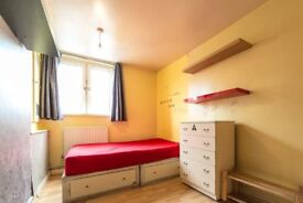Bright room in 5-bedroom apartment in Tower Hamlets
