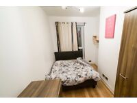 Double Bed in Rooms to rent in 4-bedroom flatshare close to Kingston University