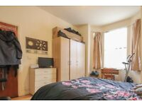 Rooms to rent in 6-bedroom house with central heating in Hammersmith, Travelcard Zone 2