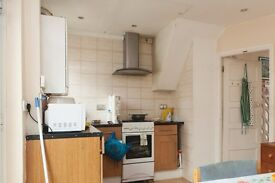 Double Bed in Rooms to rent in 3-bedroom house in Plumstead, 10 minutes to the station