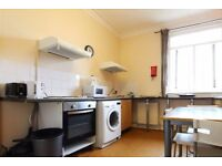 Rooms to rent in 8-bedroom houseshare in Kilburn