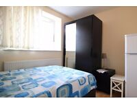 Double Bed in Rooms to rent in cozy 4-bedroom flatshare - Woodberry Down