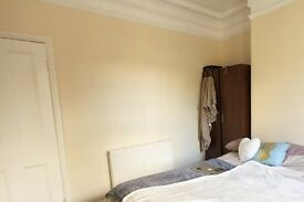 Rooms for rent in a 5-bedroom houseshare in Wood Green