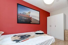 Sunny room for rent in 6-bedroom apartment in Mitcham