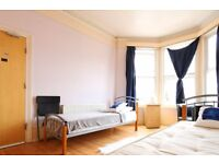 Twin Beds in Rooms to rent in 8-bedroom houseshare with 2 kitchens and terrace in Harringay