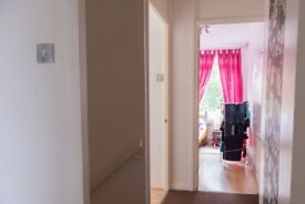 Double Bed in Rooms to rent in a convenient and comfortable 5-bedroom flat in green Putney