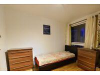 Room to rent in cosy 4-bedroom apartment in Putney