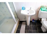 Double Bed in 2 spacious rooms to rent in a 5-bedroom apartment in London, females only