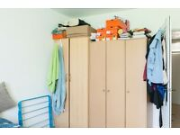 Twin Beds in Couple-friendly rooms to rent in a 4 bedroom flat in a residential area of London