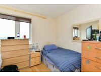 Master room for rent in 3-bedroom flat in Harlesden